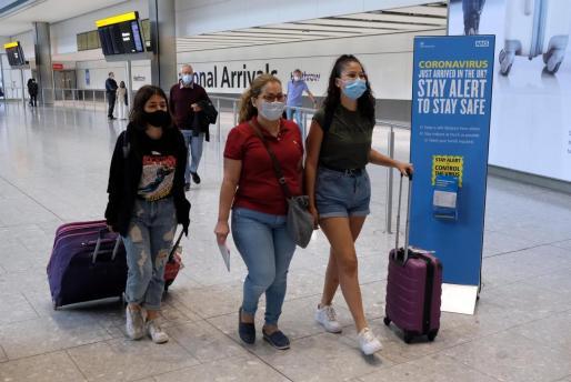 Pasajeros en el aeropuerto de Heathrow.