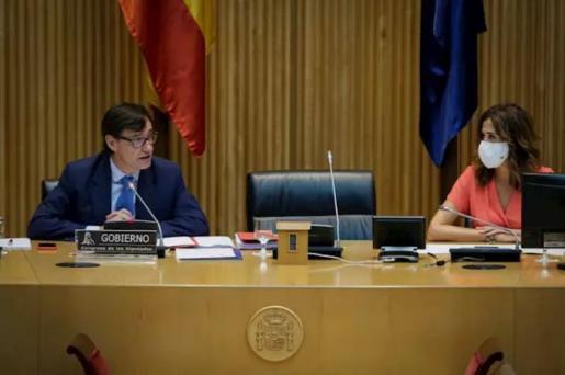 La presidenta de la Comisión de Sanidad y Consumo en el Congreso de los Diputados, Rosa Romero Sánchez, escucha la comparecencia del ministro de Sanidad, Salvador Illa. - Congreso de los Diputados