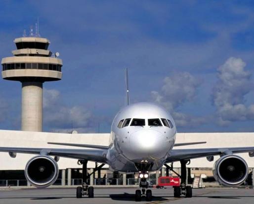 Imagen de archivo de un avión en el aeropuerto de Palma.