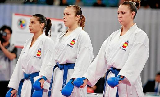 Cristina Feo, en el centro, junto a Laura Palacios (izquierda) y la ibicenca Irene Colomar en un Campeonato del Mundo por equipos.