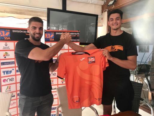 Los dos nuevos jugadores del HC Playasol Eivissa.