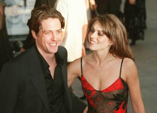 Foto de archivo de Hugh Grant, actor inglés con su ex novia la modelo Liz Hurley.
