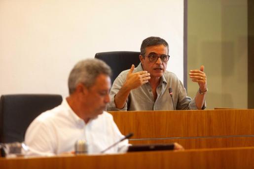 José Vicente Marí Bosó, durante su intervención en el pleno de ayer.