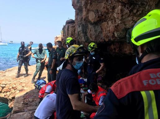 Imagen del operativo de rescate del pequeño en Punta Prima.