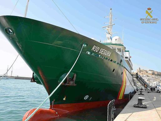 La patrullera 'Río Segura' de la Guardia Ciivl, amarrada ayer en el puerto de Ibiza.