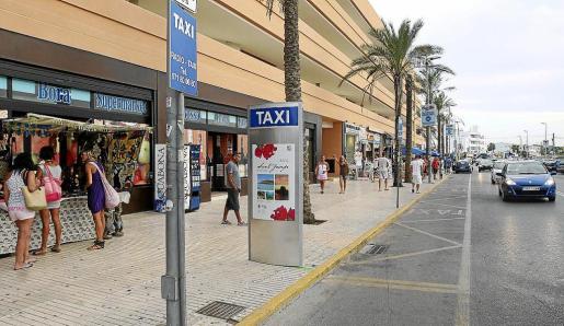 Parada de taxis de la Platja d'en Bossa.