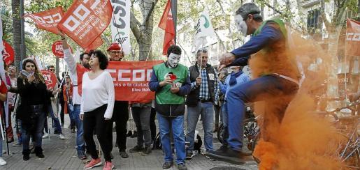 Los funcionarios de diversas administraciones salieron a la calle en la época de los gobiernos de Mariano Rajoy y José Ramón Bauzá. El Govern de Armengol ha ido recuperando buena parte de aquellos ajustes a los funcionarios.