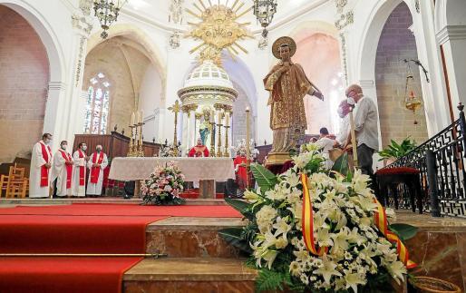 La imagen de San Ciriaco se situó frente al altar mayor.