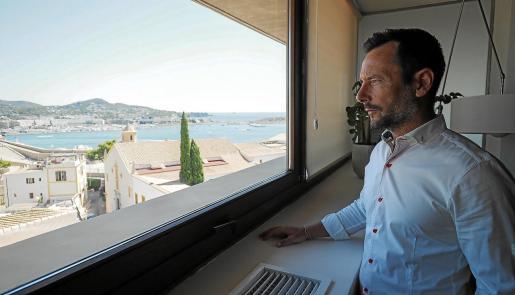 Las vistas desde el despacho del alcalde de Eivissa, Rafa Ruiz, ofrecen una panorámica de todo el puerto.