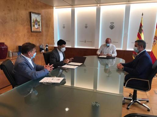 Vicent Marí y Alejandro Sancho firman el convenio