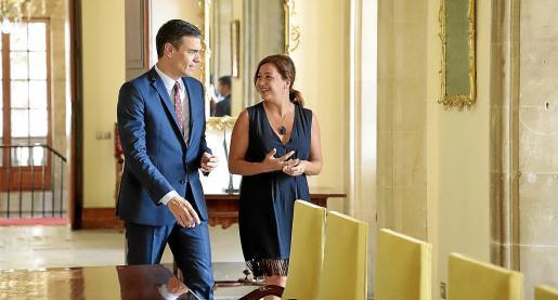 El presidente Pedro Sánchez, con Francina Armengol en la audiencia que mantuvieron el año pasado en el Consolat de la Mar.