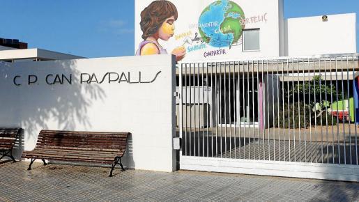 Entrada del colegio Can Raspalls