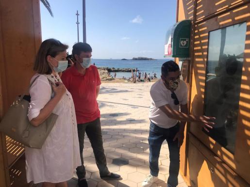 La consellera de Bienestar Social, Carolina Escandell y el concejal de Medio Ambiente, Jordi Salewski en la presentación de la nueva estación.