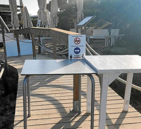 Si la semana ya estaba siendo nefasta para los intereses de las Pitiusas, el viernes el Govern se vio obligado a cerrar el Pirata, situado en ses Illetes en Formentera, porque sus trabajadores debían estar guardando cuarentena.