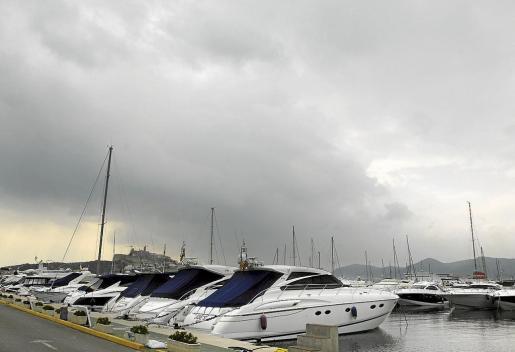 Los empresarios quieren que se construyan más puertos deportivos, aunque no especifican cuáles.