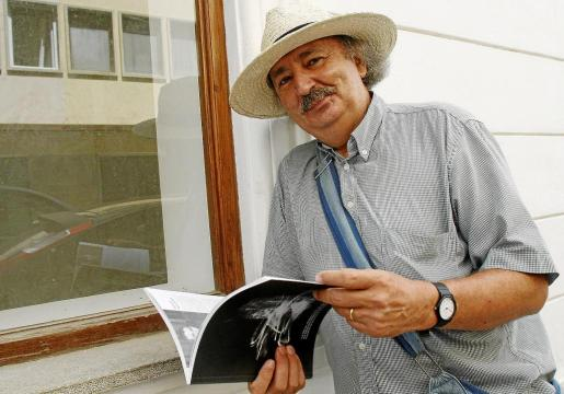 Residente en la ciudad de Salamanca, Antonio Colinas continúa manteniendo un estrecho contacto con Eivissa.