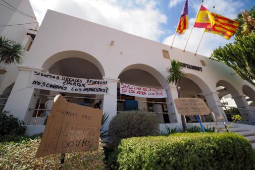Protesta de los vecinos de los apartamentos 'Don Pepe'.