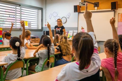 Alumnos en un colegio de Ibiza.