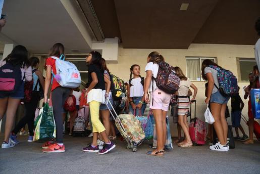 Las aglomeraciones de alumnos en el inicio de curso no se repetirán este año, pues la incorporación a los centros será escalonada.
