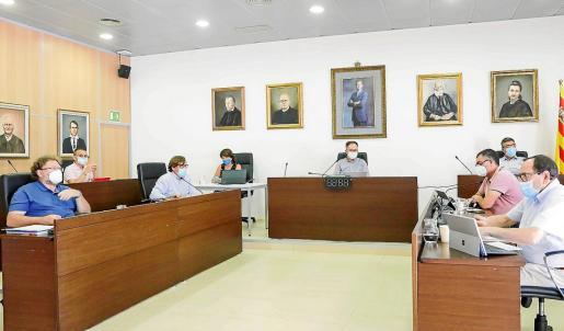 Al pleno sólo asistieron presencialmente los portavoces y el resto de concejales intervinieron telemáticamente.