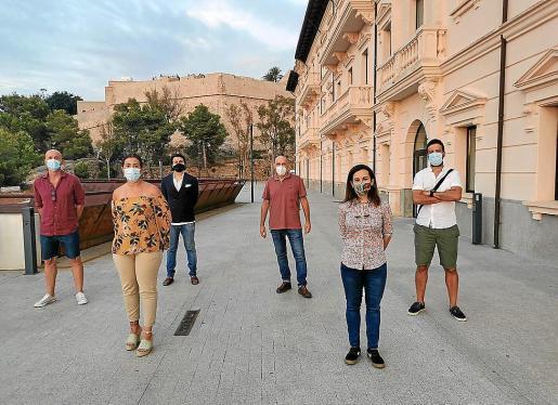 Varios de los alumnos solicitantes en la sede de la UIB de Ibiza.