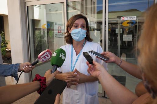 La gerente del Área de Salud de Ibiza y Formentera, Carmen Santos, compareció ayer ante los medios.