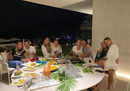 Imagen de una cena compartida por Ángel di María en su cuenta de Facebook.