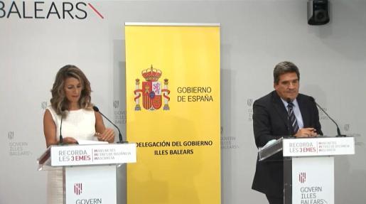 La ministra de Trabajo, Yolanda Díaz, y el ministro de Seguridad Social, José Luis Escrivá; tras la mesa de diálogo social