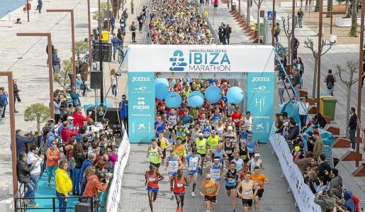 Salida de la pasada edición del Ibiza Marathon.