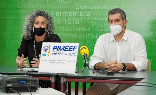 Verónica Juan y Juanmi Costa durante la presentación de los datos de la encuesta de agosto.