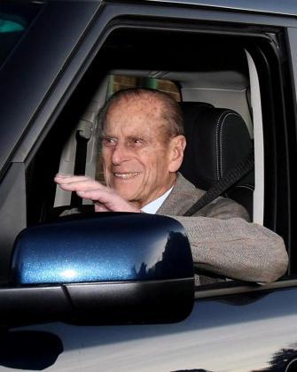 El príncipe Felipe de Edimburgo, en una imagen de archivo tras salir del hospital.