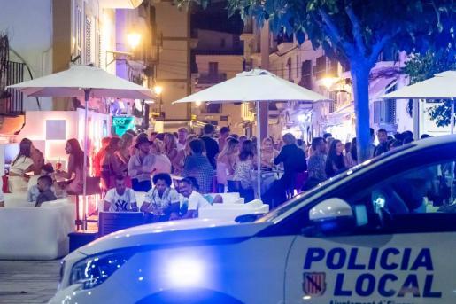 Una patrulla de la Policía Local de Ibiza.