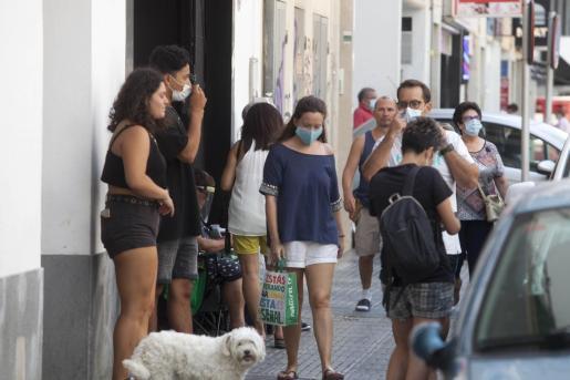 Un grupo de personas en Ibiza.