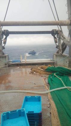 El pesquero Punta Ponent ha interceptado la patera.