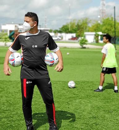 Oliver Mendoza, durante un entrenamiento de la Spado Soccer Academy.