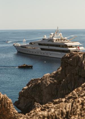El Yasmine of the Sea, el yate de lujo de la familia real catarí, permanece estos días entre nosotros.