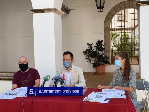 De izquierda a derecha, Pep Tur, Rafa Ruiz y Paula Quintana, ayer, en rueda de prensa.