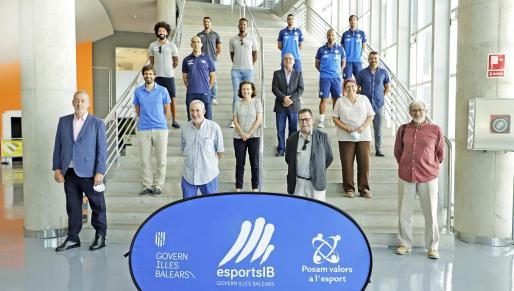 Representantes de algunos de los principales clubes de Balears que compiten en categorías no profesionales a nivel nacional tras una reunión en la Conselleria.