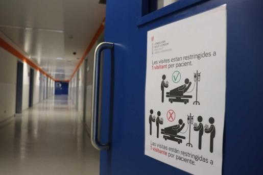 Solo una persona puede visitar a los pacientes ingresados en el hospital.
