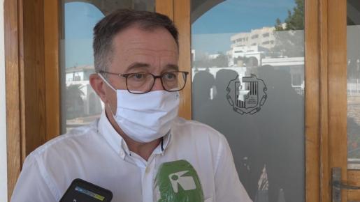 El alcalde de Sant Josep durante la atención a los medios ayer por la mañana.