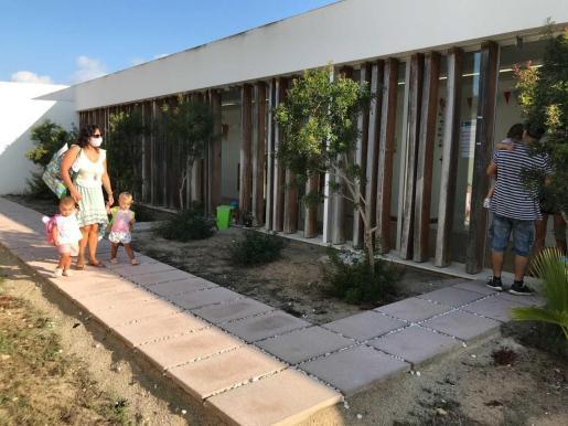 Los niños de hasta tres años comenzaron ayer sus clases en las escoletes de Formentera.