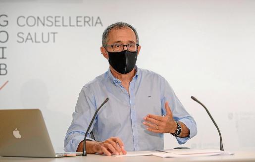 El doctor Javier Arranz, durante una rueda de prensa.