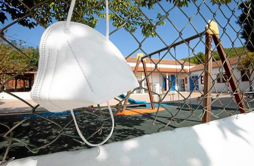 El centro. En el CEIP Torres de Balàfia, situado en el centro del pueblo de Sant Llorenç, estudian algo más de 70 estudiantes. Ahora los padres se han unido a la comunidad educativa para que haya posibilidad de elegir si se lleva o no mascarilla en el centro.