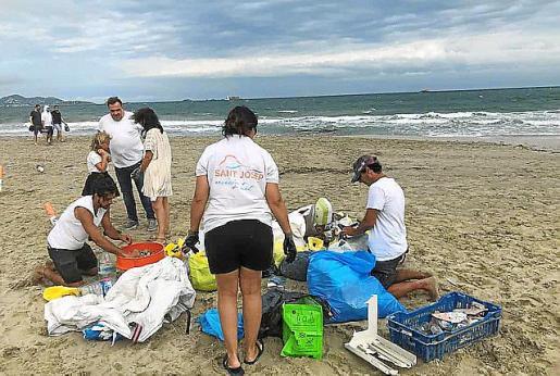 Limpieza de una playa en 2018.