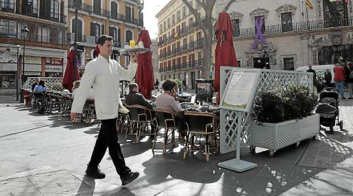 Los empresarios de bares y restaurantes prevén un invierno duro. La hostelería ha sido la más azotada por la actual crisis: según un informe interno del sector, sólo el 9 % de los negocios mantendrían su actividad normal este año.