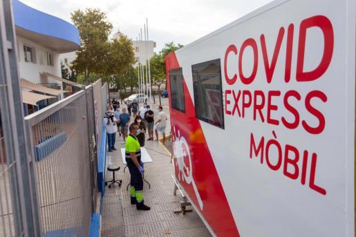 La unidad Covid Express Mòbil ha comenzado a funcionar esta misma mañana en Ibiza y Sant Antoni.