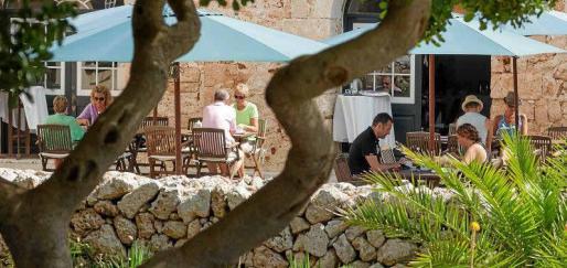 El XII Foro Menorca Illa del Rei debate sobre los retos y oportunidades pos-COVID-19 de la isla y anima a mirar el futuro con luces largas y aprovechar sus valores intrínsecos como refugio.