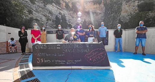 Las asociaciones de profesores y de padres de alumnos ofrecieron la rueda de prensa en un espacio abierto como el Parque Reina Sofía.