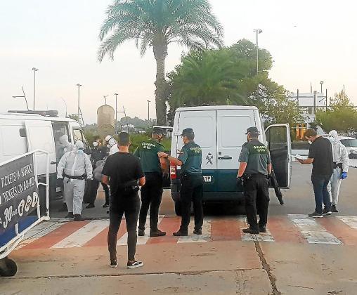 Los patrones de barcas interceptados son detenidos como presuntos autores de un delito de favorecimiento a la inmigración ilegal y muchos de ellos son repatriados a Argelia, donde regresan para reactivar las operaciones de traslados de personas. Foto: P.S.P.