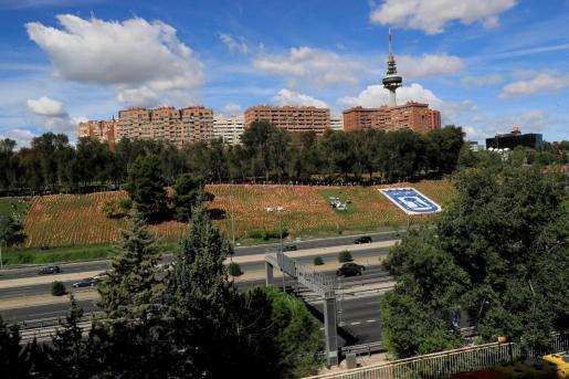 El parque de Roma, cubierto por banderas de España.